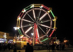 http://upload.wikimedia.org/wikipedia/commons/2/27/Ferris.wheel.arp.750pix.jpg